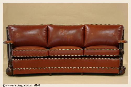 mt61-Aloneangled Sofa Front